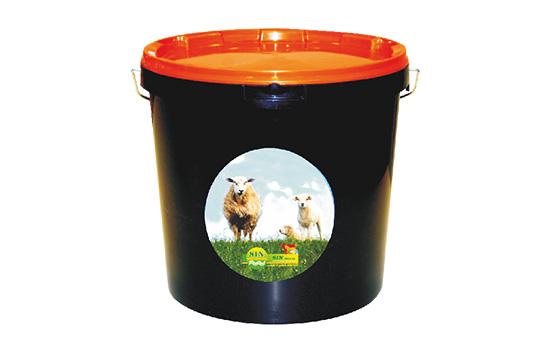 Ведра и кофи с минерали и витамини от предлаганите хранителни добавки за животни от Едит 5 - Георги Семов